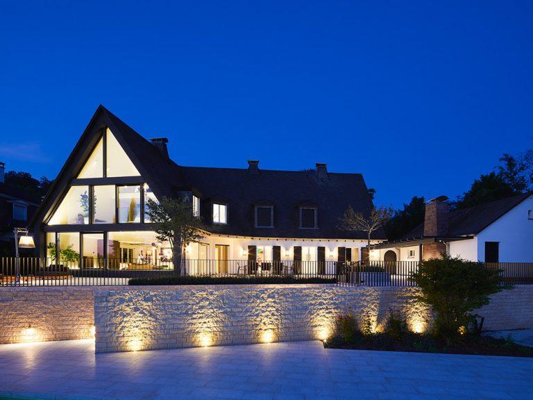 Neugestaltung einer 50er-Jahre Villa, Außenansicht