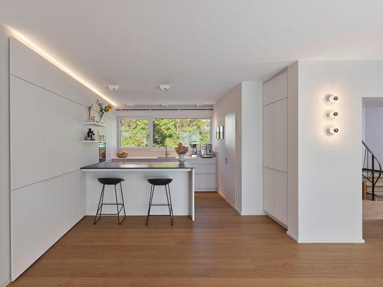 Einfamilienhaus Gerlingen von holzerarchitekten Küche