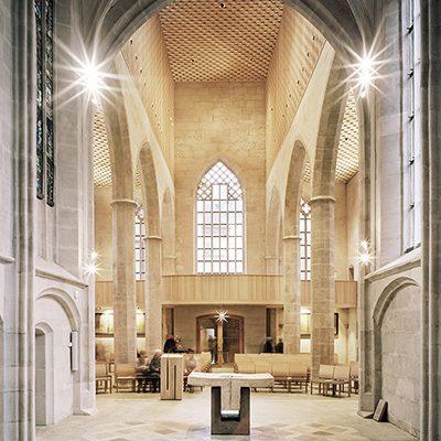 candela-Iconic-Awards-2020-Kirche-St-Martha-SebastinaSchels-02_quadrat.jpg